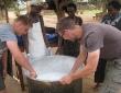 Dennis und Daniel im August 2013 bei ihrer Reise nach Uganda